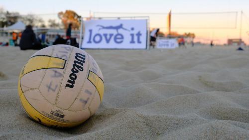 barcelona-torneo-volley-playa-banda-percusion-batala