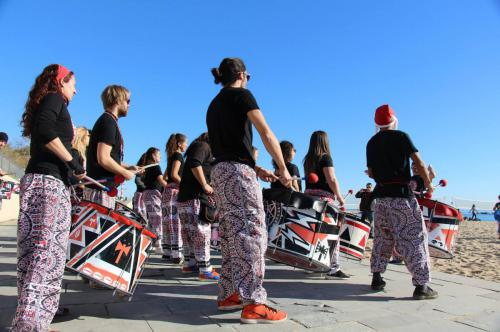 batala-barcelona-torneo-volley-playa-banda-percusion